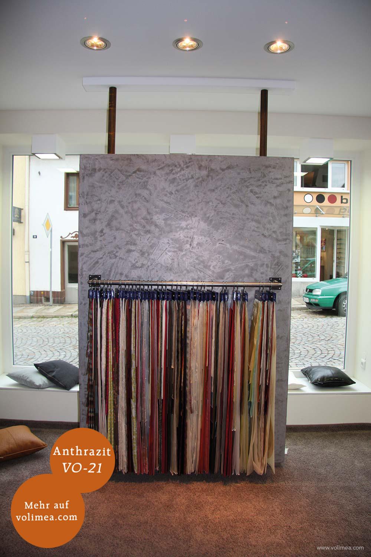 Mikrozement fugenlose Volimea Wandbeschichtung in einer Ausstellung - Anthrazit VO-21