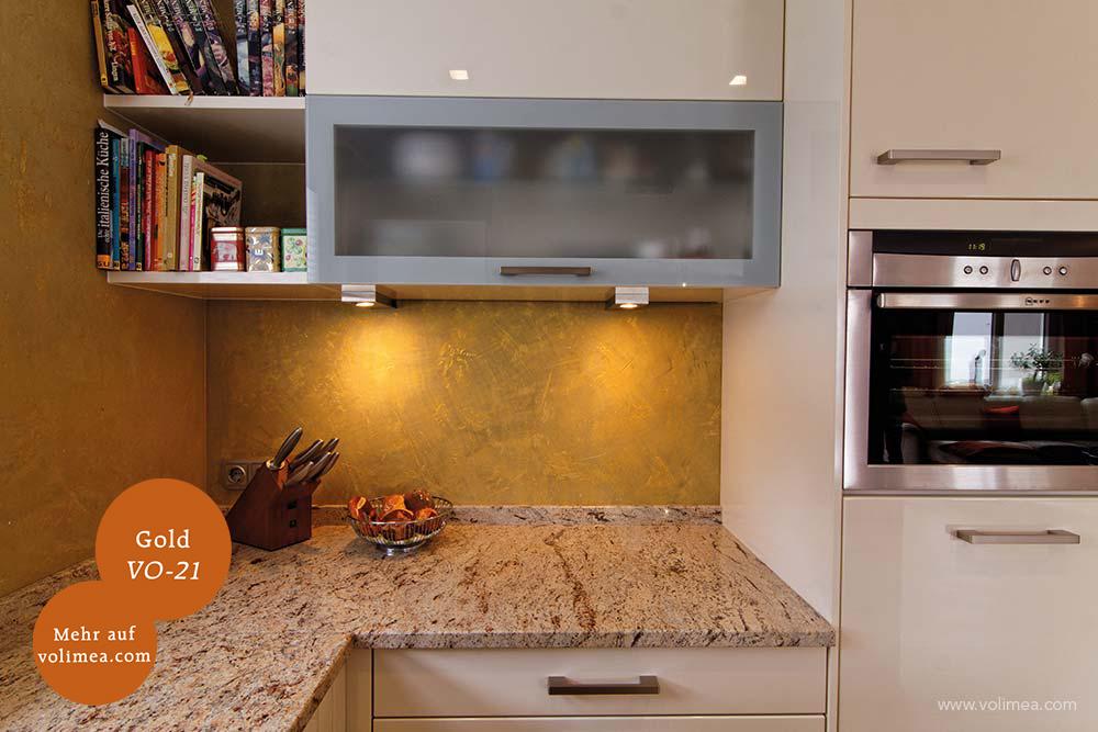 Mikrozement fugenlose Volimea Wandbeschichtung im Küchenbereich - Gold-VO-21